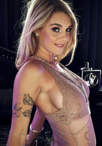 5KPorn.com: Blonde Bombshell in 5K